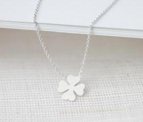 Four leaf clover necklace in silver
