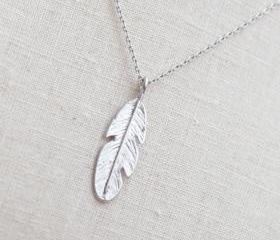Feather Necklace in silver