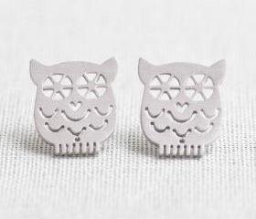 Tiny Owl earrings in Silver
