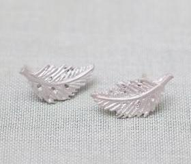 Vintage leaf post earrings in silver